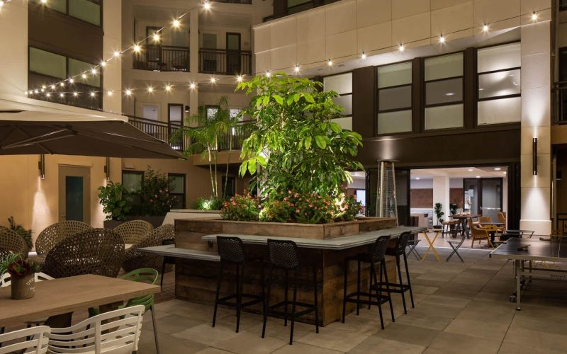 huxley-apartments-outdoor-lounge